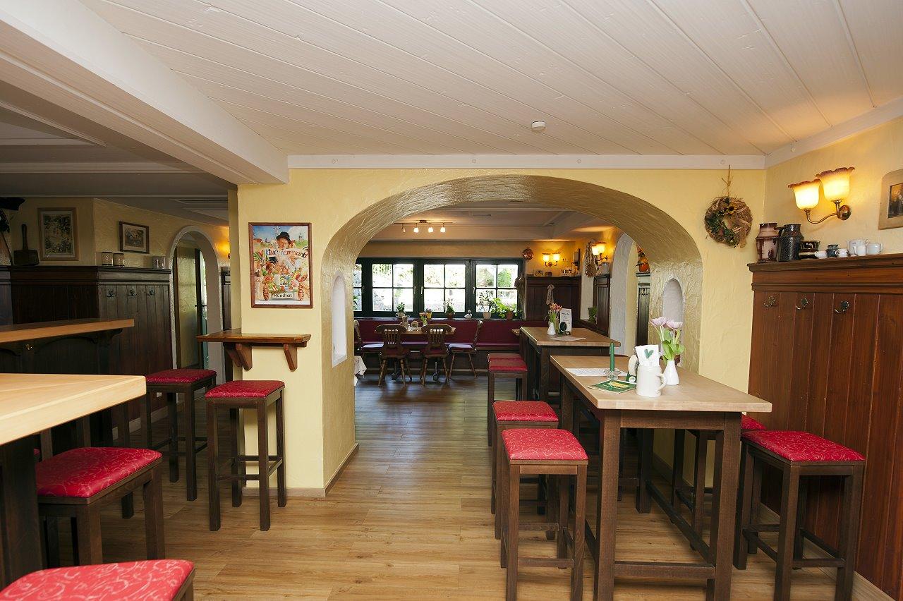 Gasträume mit Thekenbereich im Waldhauserbräu in Schönau am Königssee im Berchtesgadener Land